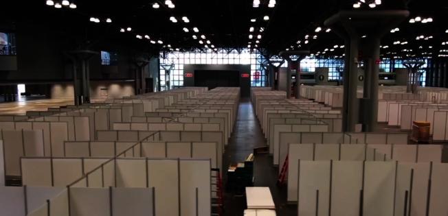 聯邦政府建造的首家方艙醫院,有望下周在席卡克斯的梅多蘭茲會議中心投入使用。(取自YouTube)