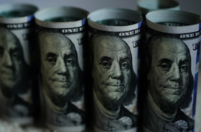 許多人對於如何能領取1200元救濟金仍充滿疑問。(本報檔案照)