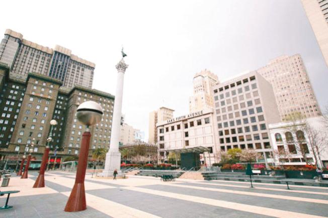 舊金山的購物中心聯合廣場,平時購物者熙來攘往,現在則難見人影。(Getty Images)