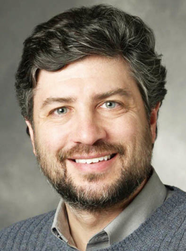 史丹福大學醫學院急診醫學臨床副教授布朗(Ian Brown)研究發現,五分之一的新冠病毒確診者,同時也感染了其他呼吸道病毒,顯示新冠病毒與一般病毒能夠共同感染患者。