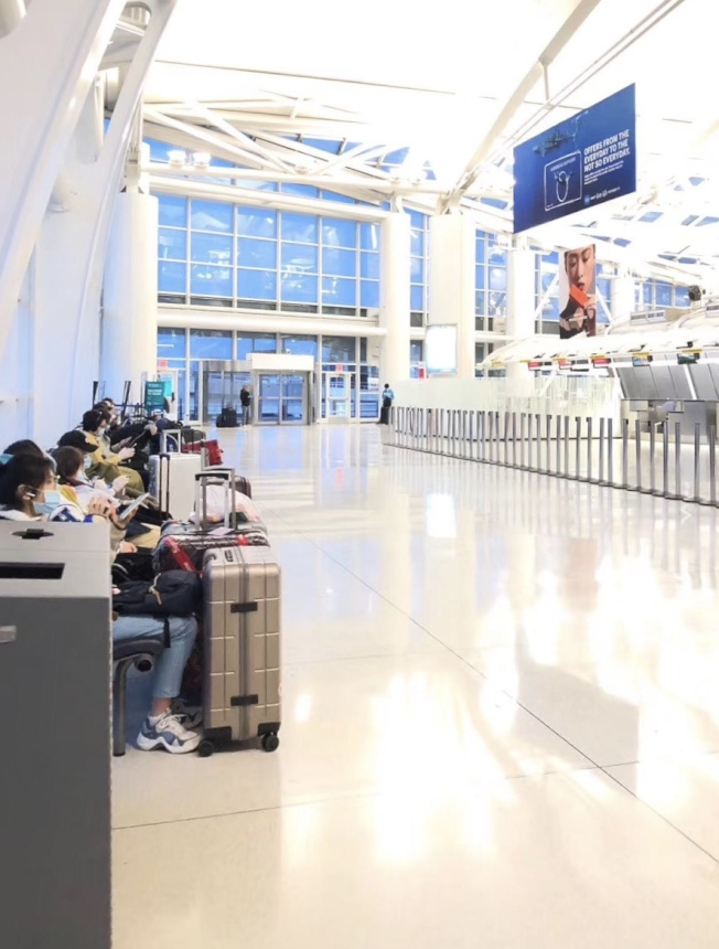 美國的新冠疫情爆發後,眾多中國留學生滯留在美國境內,難以回國。(張眾提供)