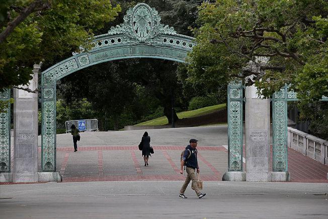 32--受到新冠疫情衝擊,加大宣布放寬入學申請要求。(Getty Images)