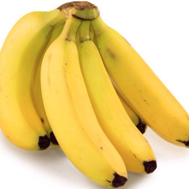 專家表示,疫情期間即使水果有厚果皮,也應先清洗,例如香蕉。(取自推特)