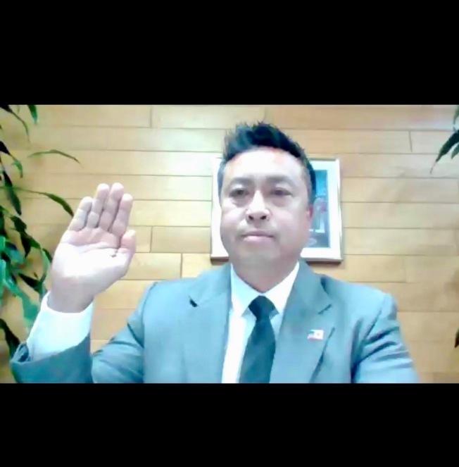 武文章出席喜瑞都市議會視訊會議,宣誓就任市議員並當選副市長。(陳金凱莉提供)