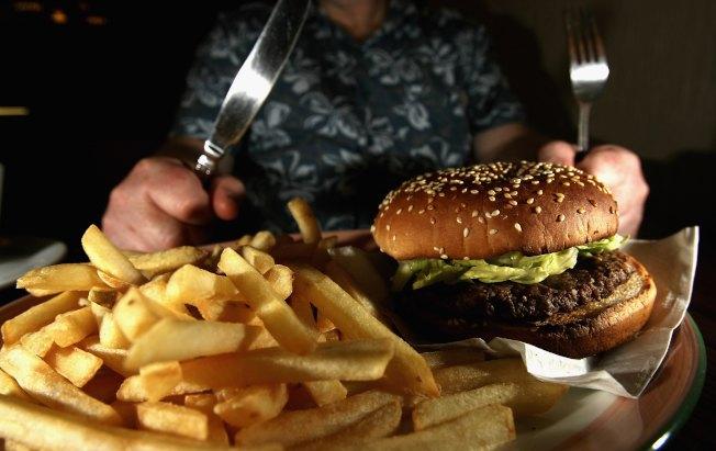 有高熱量、高脂肪飲食習慣的人,容易得脂肪肝。(Getty Images)