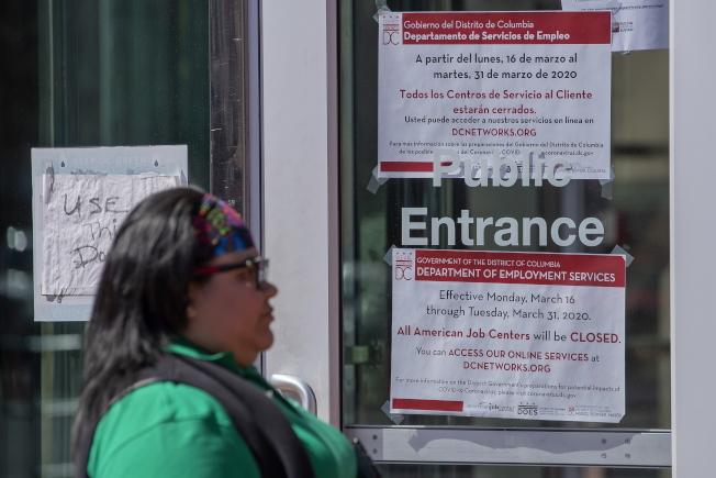 新冠疫情衝擊美國經濟,造成大批失業,就連申領失業金的聯邦辦公室也關門了。(歐新社)