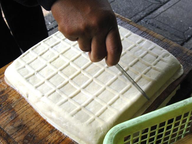 華人發明的豆腐中也富含鈣質。(Getty Images)