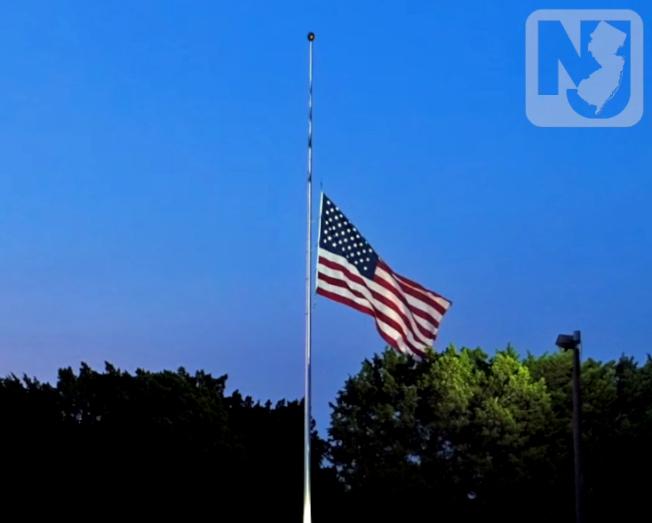 新州州府建築、機構即日起降半旗哀悼新冠死者。(州府提供)