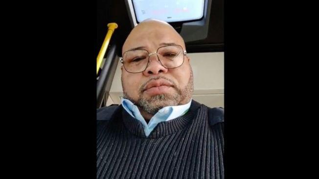 底特律死於新冠肺炎的巴士司機哈格洛夫,兩周前曾在臉書貼出一則視頻,顯示一個女乘客在車上咳嗽時不遮住嘴巴。(ABC電視台截圖)