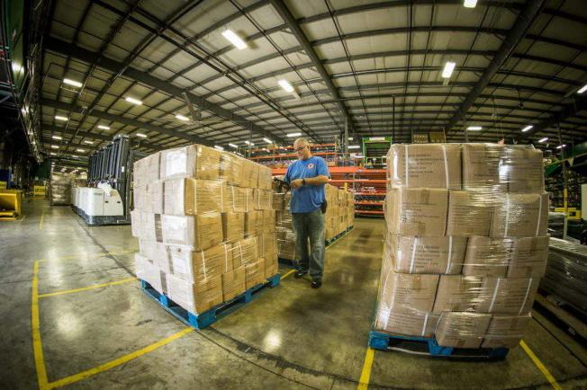 協助抗疫,迪士尼捐贈15萬件雨衣給人道醫療組織MedShare。(取自迪士尼網頁)