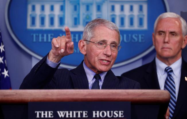 傳染病學專家佛奇醫師呼籲白宮,趕快頒布全國性居家避疫令。(路透)