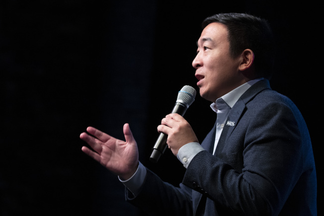 民主黨前總統參選人楊安澤要求亞裔在面對仇恨時,應表現出「美國式身分」,避免對抗。(美聯社)