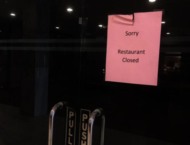 現在有很多被列為「非必要商業」的中餐館、理髮店等小型商店,受疫情影響倒閉。(本報檔案照)