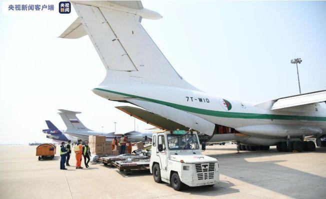 阿爾及利亞空軍伊爾76重型運輸機。(取材自央視新聞)