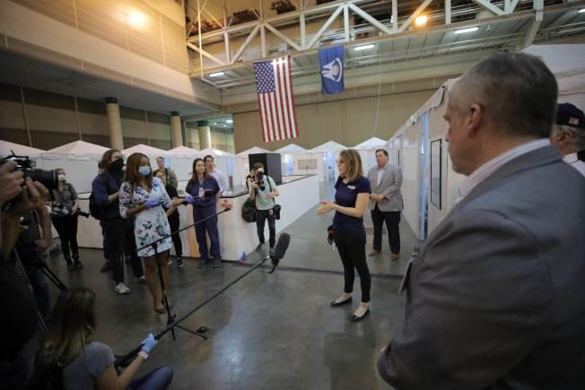 美國東南部將成為下一個疫情中心,圖為路易斯安納州搭建的方艙醫院,準備收治暴增的病人。(Getty Images)