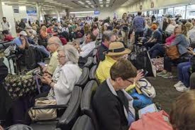 根據美中兩國數據分析,年後至少有43萬人從中國搭乘直航班機入境美國。(美聯社)
