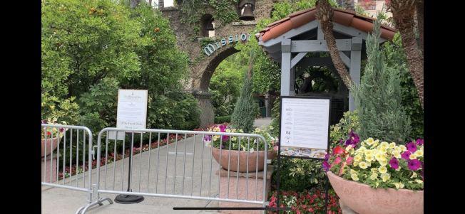 河濱市中心著名地標Mission Inn酒店為避疫臨時歇業至4月中旬。(記者啟鉻/攝影)