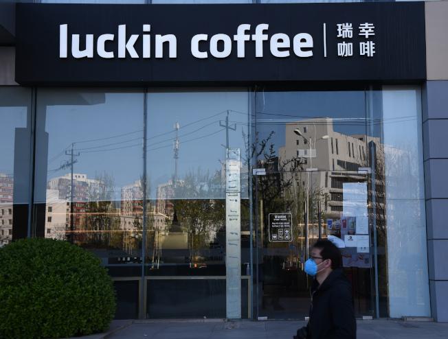 瑞幸咖啡。(中新社)