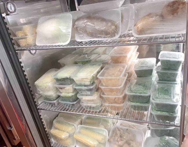 火鍋外送時,可多配送一些菜品,就相當於外賣生鮮。(海底撈工作人員提供)