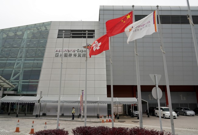 香港入境人士漸減,5日晚起集中於亞洲博覽館為抵港者檢測病毒。(中通社)