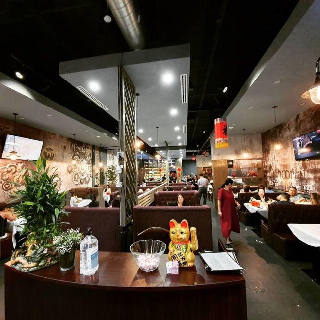 營業才半年多的「錦和鴨包」是喜歡北京烤鴨和小籠湯包人士的必訪之處 。 (錦和餐廳臉書)