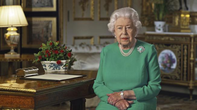 英國女王伊麗莎白二世5日向英國和大英國協國家發表罕見的特別演說,敦促子民昂然迎接新冠肺炎疫情帶來的挑戰。(美聯社)
