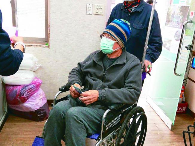 義大利疫情嚴重,義籍神父呂若瑟請求台灣人救救義大利,癌末病人(見圖)、賣菜阿嬤都來捐款。(記者戴永華/攝影)