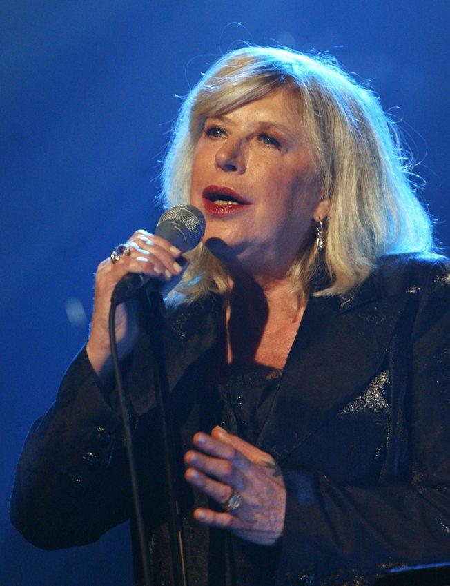 74歲英國女歌手瑪麗安費斯佛證實自己確診新冠肺炎。(路透資料照片)