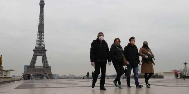 法國疫情嚴峻,政策轉灣考慮要求民眾出門戴口罩。(Getty Image)