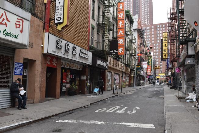 草根組織「歡迎來華埠」(Welcome to Chinatown),提供餐館和小商家禮物卡銷售平台,讓民眾在居家避疫期間,也能透過購買禮品卡來支持當地商家。(記者顏嘉瑩/攝影)