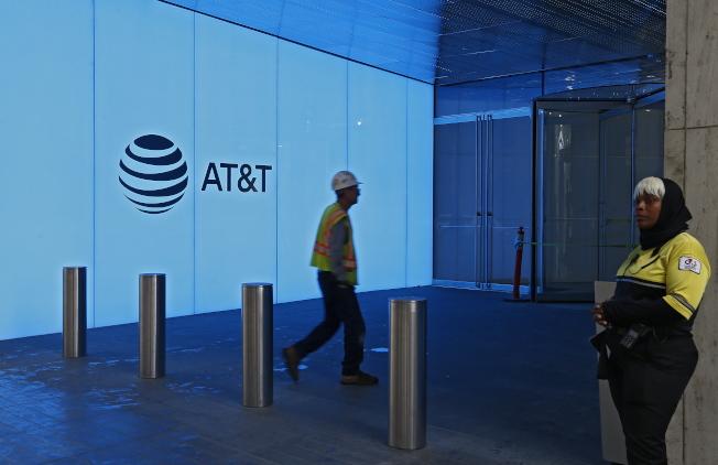 電信業者AT&T在職業運動賽事轉播砸下大筆廣告費。(歐新社)