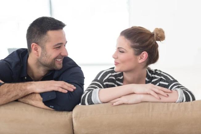 美國許多企業開始執行在家工作,反而讓許多伴侶看見對方面對工作時的另一面。示意圖/Ingimage