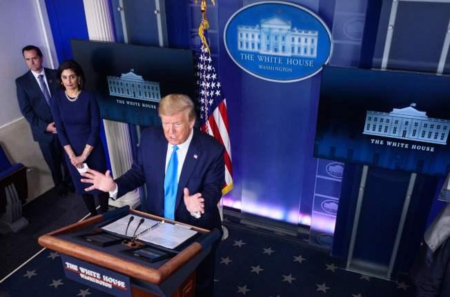 川普總統7日表示,將另外爭取國會支持,再投2500億美元入薪資保護貸款計畫。(Getty Images)