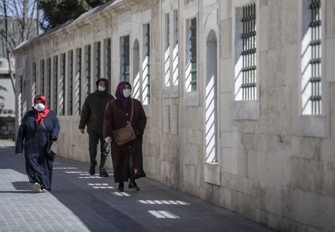 土耳其下令全民外出須戴口罩。歐新社