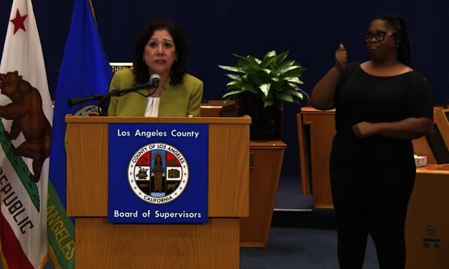 洛杉磯縣政委員蘇麗絲 (Hilda L. Solis) 指出,洛縣在蒙市新增一個檢測站。(記者謝雨珊/攝影)
