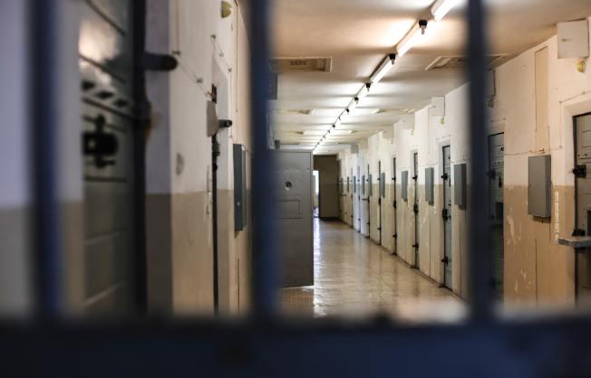 洛縣監獄近日釋放大批輕刑犯,導致市民擔憂社區治安情況。(網路圖)