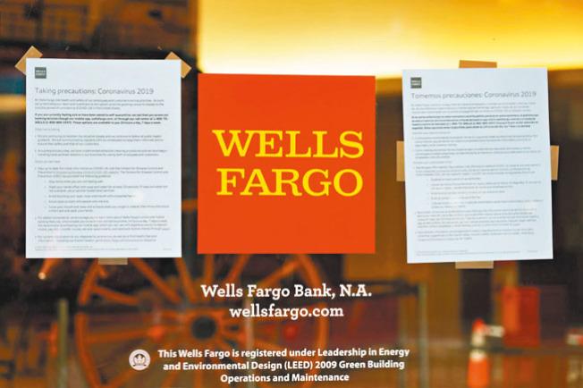 許多小型企業向富國銀行申請「薪資保護貸款計畫」碰壁。(Getty Images)