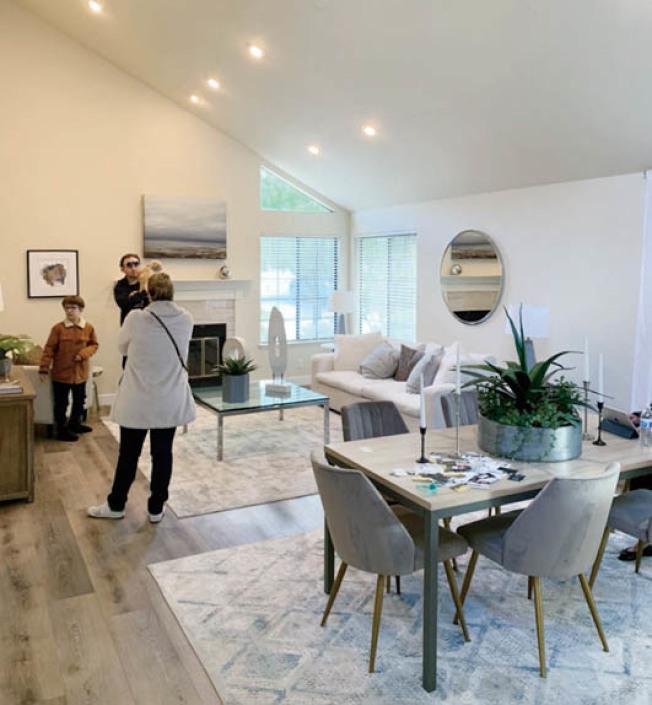 新冠病毒疫情影響,全國失業率飆高,不少人付不出租金,聖荷西市議員6日提出一項提案,要求房東「直接免除」受疫情影響的房客4至7月共三個月的租金,圖為看屋示意。(記者江碩涵/攝影)