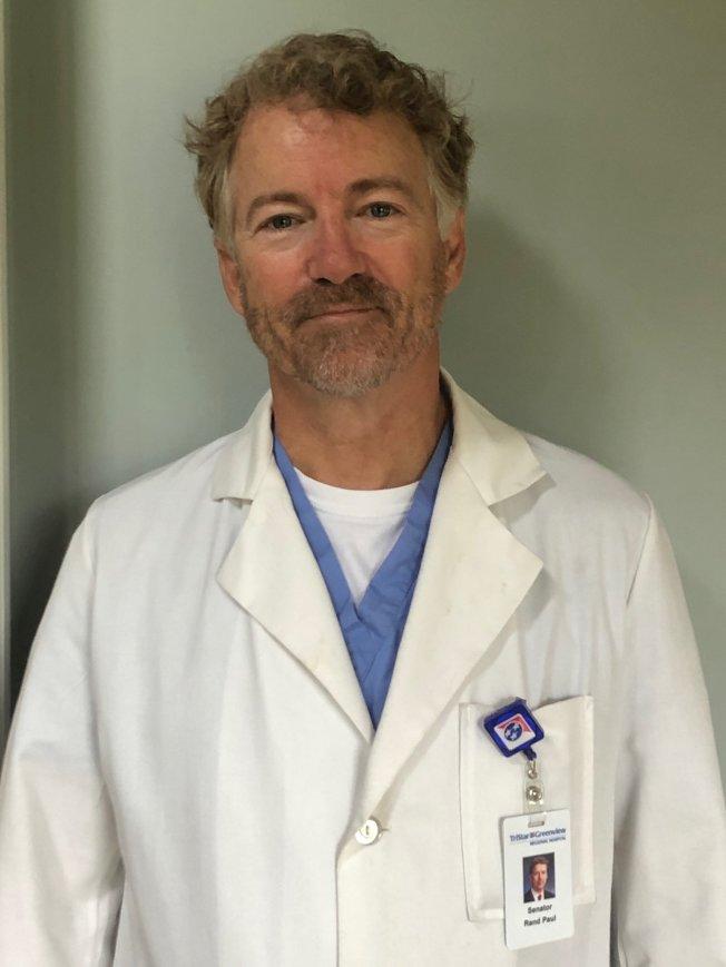 參院第一個確診感染新冠病毒的聯邦參議員保羅現已康復,開始在家鄉肯塔基州的當地醫院做義工。(取材自推特)
