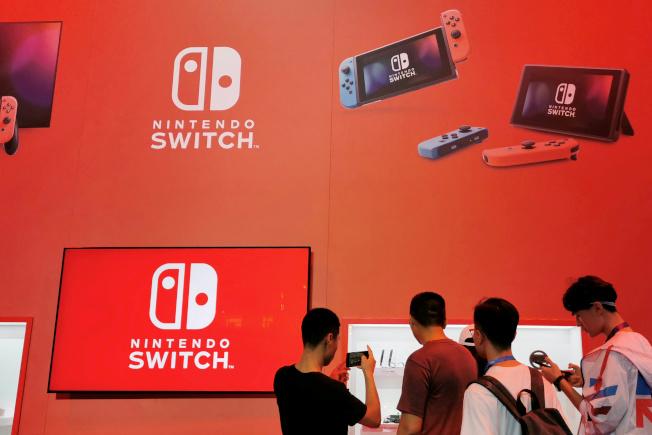 任天堂Switch遊戲主機在新冠肺炎疫情下熱銷。路透