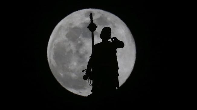 在美國,猶他州鹽湖市的超級月亮。美聯社