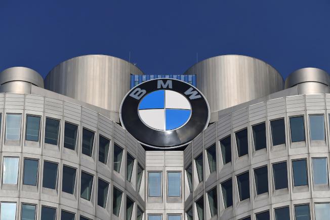 德國車廠BMW在8日表示將開始生產口罩。路透