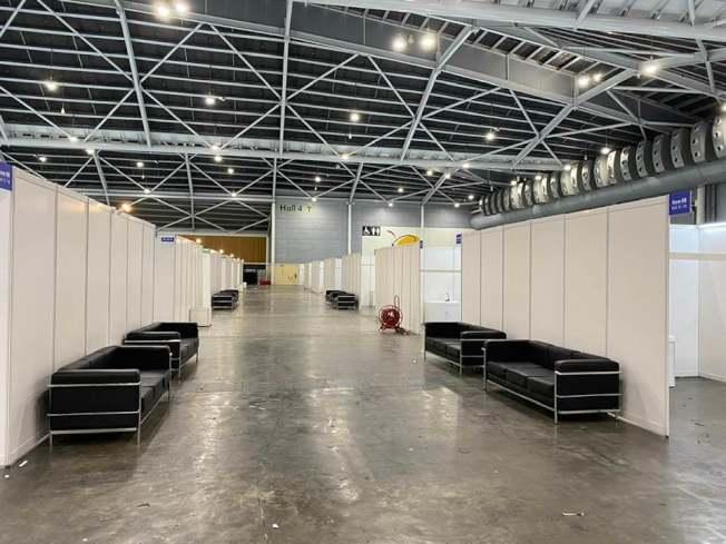 新加坡樟宜會展中心改建為方艙醫院。(取自何晶臉書)