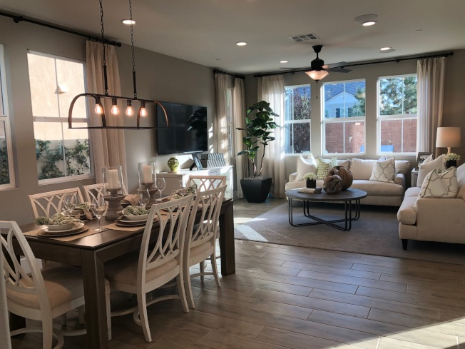 Richmond American Homes在聖伯納汀諾縣(San Bernardino County)Chino市The Preserve規畫社區 Park Place中興建的Pineberry,有三種戶型,室內面積介於2450至2640平方呎,四至五臥,三至3.5浴,售價介於55萬4624元至60萬3428元。(記者胡清揚/攝影)