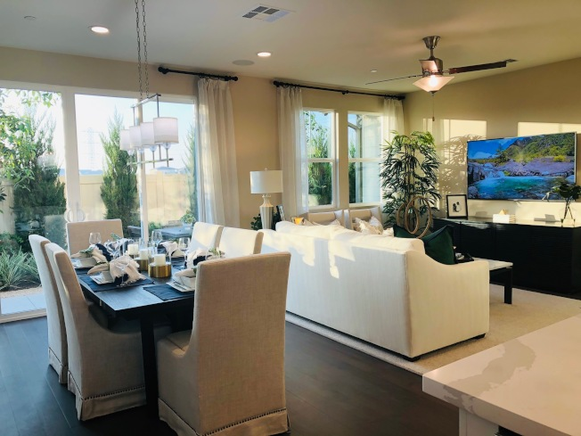 Richmond American Homes在聖伯納汀諾縣(San Bernardino County)Chino市The Preserve規畫社區 Park Place中興建的Vineyard新屋,有三種戶型,室內面積介於2026至2306平方呎,三至五臥,2.5至3.5浴,售價自50萬元起。(記者胡清揚/攝影)