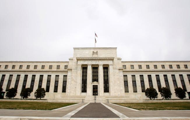 Fed會議紀錄顯示,緊急降息是為趕在疫情衝擊經濟前爭取時間。路透