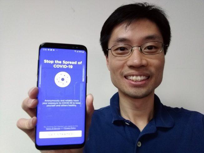 奧數金牌團隊研發:追蹤染疫者 手機警示「保持距離」