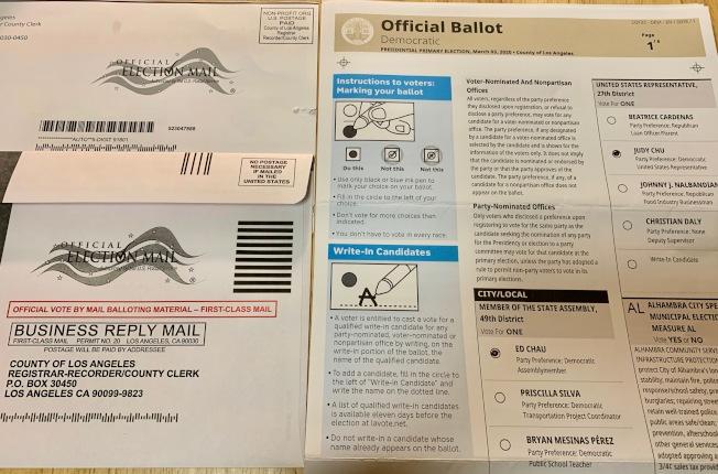 選民郵寄選票互不接觸,感染病毒風險小。(記者丁曙/攝影)
