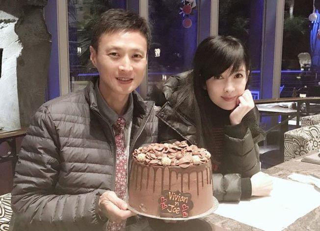 周慧敏去年和老公慶結婚周年。(取材自Instagram)