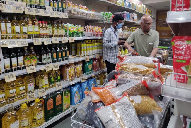 印度民眾在封鎖期間持續搶購和囤貨,從而推升零售銷售大增,幫助Avenue在股市動盪時成為絕佳的避風港。路透
